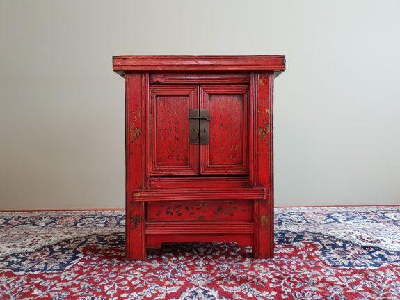 Antiek Chinees Rood met Zwarte Lakkast