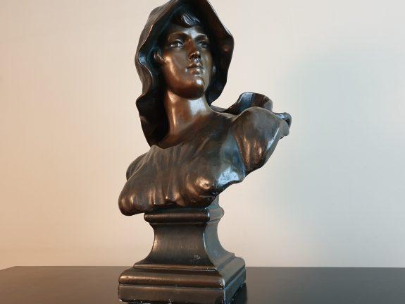 Art Nouveau borstbeeld