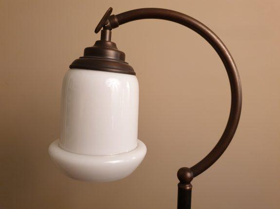 Art deco opaline gebogen bureaulamp
