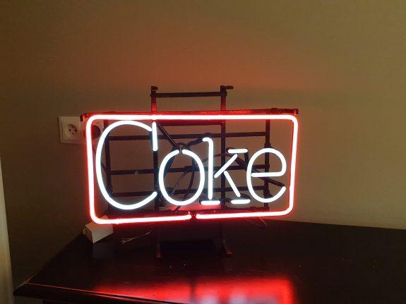 Amerikaanse neonlichtreclame voor coke