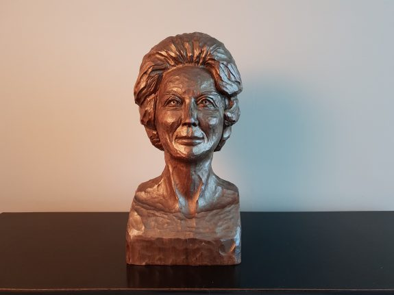Borstbeeld van prinses Beatrix
