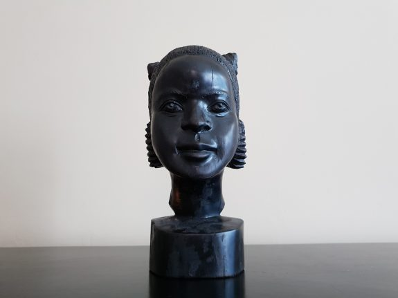Ebbenhouten borstbeeld vrouw